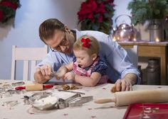 The Swedish Royal Court has published new photos of Crown Princess Victoria, Prince Daniel and Princess Estelle on the occasion of Christmas.