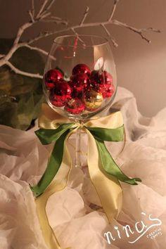 Simple Christmas table decoration idea