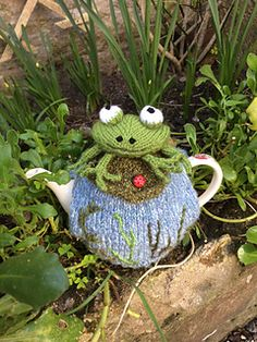 Ravelry: Frog on a Lily Pad Tea Cosy pattern by Lindsay Mudd Tea Cosy Knitting Pattern, Tea Cosy Pattern, Baby Knitting Patterns, Crochet Patterns, Scarf Patterns, Knitting Tutorials, Form Crochet, Crochet Home, Crochet Geek