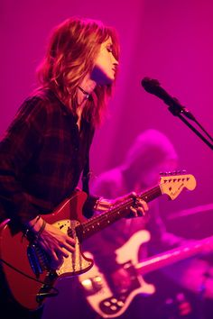 Warpaint (Theresa Wayman) @ Cirque Royal, Brussels (03.15.15). Photos by Inge Kinnet.
