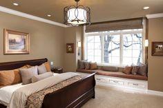 Fesselnd Schlafzimmer Wandfarbe Braun Großes Fenster Sitzbank Stauraum
