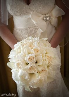 Wedding bouquet whites