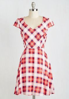Work This Way Dress in Red Plaid From the Plus Size Fashion Community at www.VintageandCurvy.com