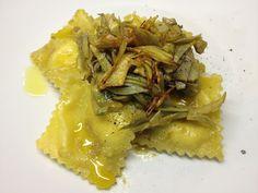 Ravioli di pecorino e noci con carciofi fondenti e croccanti