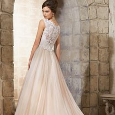 This #lovely just arrived today @morileeofficial #weddingdresses #somethingnew #beautiful