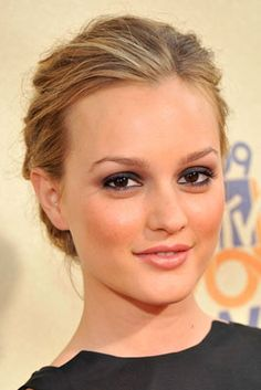 spotted: leighton as a blonde... actually her natural color though but died it brown for her audition for blair
