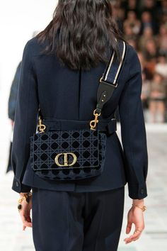 All of the Best Bags From the Fall 2020 Shows, in One Place - Fashionista Best Tote Bags, Best Bags, Best Handbags, Black Handbags, Women's Handbags, Black And White Graffiti, Best Purses, Art Bag, Black Tote Bag
