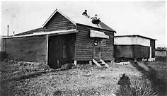 Beach shack at Cribb Island in 1928. State Library of Queensland   🌹