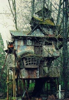 This tree house is like a cross between a Tim Burton creation and the Weasley family's abode. So basically it's awesome!