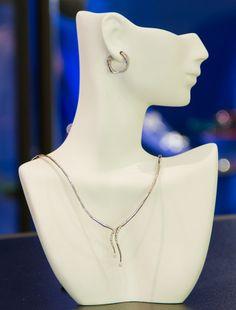 Sharing Happens • Pin a gift • APARICIO • Juego marca RICCI en oro blanco de 18k y diamantes