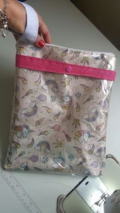 Sewing Projects, Projects To Try, Pouch, Wallet, Fabric Bags, Cosmetic Bag, Diaper Bag, Coin Purse, Lunch Box