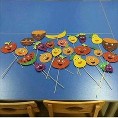 healthy snacks for preschoolers to take to school kids videos kids Craft Stick Crafts, Preschool Crafts, Diy And Crafts, Crafts For Kids, Fruit Crafts, Preschool Bible, Craft Kids, Vegetable Crafts, Kindergarten Art Projects