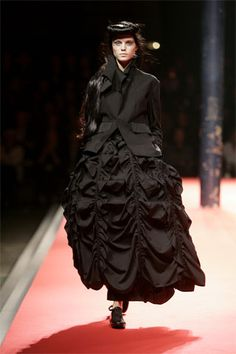 Yohji Yamamoto S/S 2008: Curiass jacket, bustle
