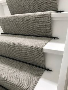 Stair upholstery with a runner and supplied with black rods – Hallway Ideas Painted Stairs, Painted Floors, Stair Paneling, Carpet Staircase, Hallway Designs, Hallway Ideas, Staircase Makeover, Small Hallways, My Ideal Home