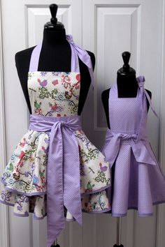 Reversible Mommy and Me Retro Apron Set of Polka Dots, Spring Flowers and Chirpy… Retro Apron Patterns, Quilt Material, Sewing Aprons, Kids Apron, Aprons Vintage, Apron Dress, Baby Sewing, Mommy And Me, Craft Fairs