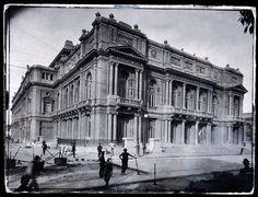Se cumplen 108 años de la inauguración del nuevo Teatro Colón. Abrió sus puertas el 25 de mayo de 1908. Imagen del Teatro Colón en el año de su inauguración. Las obras demandaron casi 20 años. (Archivo Clarín)