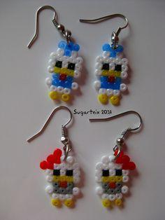 Pendientes colgantes del Pato Donal y Daisy en hama mini. Si te gusta puedes adquirirlo en nuestra tienda on-line: http://www.mistertrufa.net/sugarshop/ Ver más en: http://mistertrufa.net/librecreacion/groups/hama-beads/