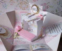 Pudełko niespodzianka Komunia Św. – Kartki na komunię - kolor: kość słoniowa, lilla, biały, wymiary: 10 cm x 10 cm x 10 cm – Artillo