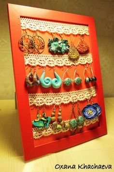 Earring display - want to make this Jewellery Storage, Jewellery Display, Jewelry Organization, Jewellery Holder, Jewellery Boxes, Crafts To Make, Diy Crafts, Craft Stalls, Craft Fair Displays