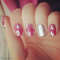 uñas rosadas con plateado