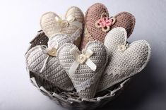 Instructions for crocheted vintage heart 65 Crochet Pillow, Crochet Motif, Crochet Patterns, Crochet Hearts, Crochet Home, Diy Crochet, Crochet Embellishments, Knitted Heart, Crochet Decoration
