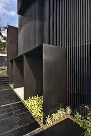 house - Google Search Gate Design, Facade Design, Exterior Design, Black Cladding, Metal Cladding, Design Studio, House Design, Studio 24, Modern Entrance