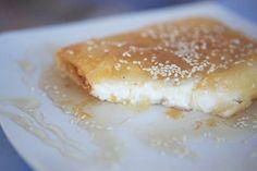 Τυρί φέτα με μέλι και σουσάμι