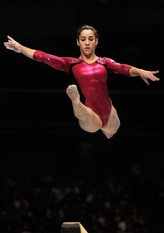 Aly Raisman is such a great dancer!  So elegant!  Way to grab bronze on the beam!  #Olympics @Aly_Raisman