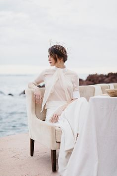 Oceanside inspiration with organic elements and neutral palette for the modern, sophisticated bride. #modernbride #minimalistbrideinspiration #organicweddings #sophisticatedbride #elegantbride