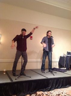 Jensen Ackles and Jared Padalecki at ChiCon 2013 awwwwww <3 <3