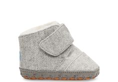The cutest crib shoe out there, this Cuna slipper with faux fur lining will keep those teeny-tiny toes warm and cozy.