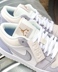 Dr Shoes, Cute Nike Shoes, Swag Shoes, Cute Sneakers, Hype Shoes, Sneakers Nike, Cheap Sneakers, Jordan Sneakers, Cheap Shoes