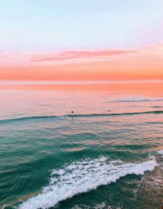 Pretty sunset on the beach. Pink orange sunset over a green turquoise ocean. Beach Aesthetic, Summer Aesthetic, Aesthetic Vintage, Aesthetic Backgrounds, Aesthetic Wallpapers, Pretty Sky, The Beach, Beach Walk, Photo Wall Collage