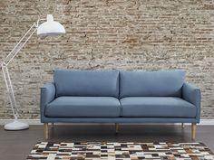 Elegancja, komfort i najwyzsza jakosc to cechy sofy tapicerowanej. Opr?cz powierzchni siedzacej o gl?bokosci 74 cm i wysokosci siedziska 43 cm sofa posiada oparcie wysokie na 38 cm. Stabilne n?zki z c ...