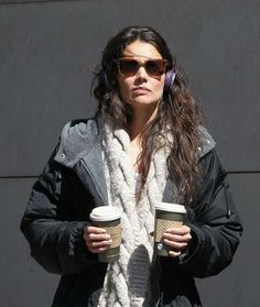 Katie Holmes taking a coffee break with her Lilac Urbanears!