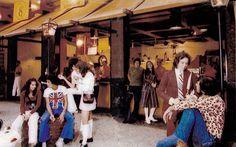 Programa de Domingo - Lanchonete Chaplin  Ipanema   1974   Dar uma volta na Feira Hippie da Praça General Osório, depois ir para a Visconde de Pirajá pertinho da Farme de Amoedo e comer um lanche na Lanchonete Chaplin.
