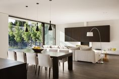 Gorgeous House Oriented Towards Sustainable Design: Malvern House by Lubelso - http://freshome.com/2013/06/03/lovely-contemporary-home-in-malvern-displaying-a-transparent-living-space/
