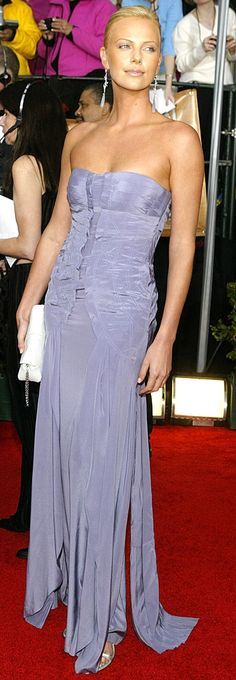 Charlize Theron in lavender gown Charlize Theron Style, Lavender Gown, Divas, Atomic Blonde, Hollywood Glamour, Red Carpet Fashion, Sensual, Most Beautiful Women, Beautiful Actresses