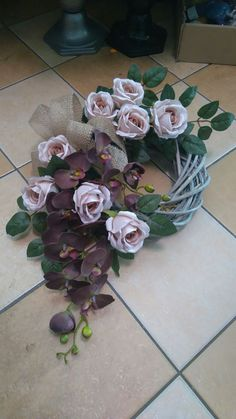 Flower Wreath Funeral, Funeral Flowers, Funeral Floral Arrangements, Church Flower Arrangements, Grave Flowers, Grave Decorations, Christmas Flowers, Flowers Perennials, Holidays And Events