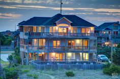Outer Banks Vacation Rentals | Waves Vacation Rentals | Island Bliss #552 |  (6 Bedroom Oceanfront House)