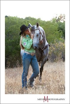 Best Photo Guide - Tips and Ideas For Improving Your Photography Skills Today Horse Senior Pictures, Cowgirl Pictures, Pictures With Horses, Horse Photos, Senior Pics, Senior Year, Cowgirl And Horse, Horse Girl, My Horse