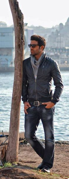 Scarf, leather jacket, weathered jeans lbv