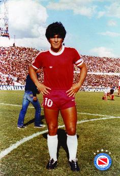 El mas grande del mundo, Diego Armando Maradona, vistiendo la camiseta que lo vió nacer, la de la Asociación Atlética Argentinos Juniors.
