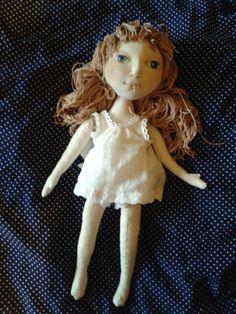 Надо бы по-другому сделать головку, поменьше... Зато у куколки есть подбородок и более рельефное лицо!