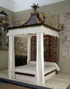 Chinoiserie style bed, chinoiserie was a style inspired by art and design from China, Japan and other Asian countries. In the 18th century porcelain, silk and lacquerware imported from China and Japan were extremely fashionable. The style was at its height from 1750 to 1765.