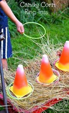 Easy DIY Candy Corn Ring Toss with Glow Necklaces for a Fun Fall, Halloween, or Thanksgiving Game – perfect for kid's school party, harvest parties, or family fun! Sac Halloween, Halloween Class Party, Halloween Birthday, Holidays Halloween, Halloween Festival, Preschool Halloween Party, Childrens Halloween Party, Halloween Apples, Scarecrow Festival