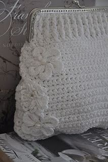 Marvelous Crochet A Shell Stitch Purse Bag Ideas. Wonderful Crochet A Shell Stitch Purse Bag Ideas. Crochet Coin Purse, Crochet Shell Stitch, Crochet Handbags, Crochet Purses, Knit Or Crochet, Crochet Stitches, Crochet Patterns, Crochet Bags, Purse Patterns