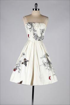 vintage 1950s dress . strapless butterfly  #frock #vintage #retro #floralrprint  #teadress #partydress #cocktail_dress #daydress #feminine #fashion #petticoat