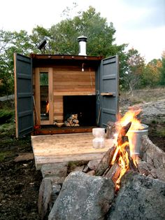 Designed by Canadian firm – Castor Design, the Sauna Box is a traditional wood-burning sauna built into an 8 ft mini shipping container. And the mobilesauna site is filled with the adventures of a mobile sauna! Container Architecture, Container Buildings, Sustainable Architecture, Residential Architecture, Architecture Design, Saunas, Outdoor Sauna, Outdoor Retreat, Outdoor Sheds