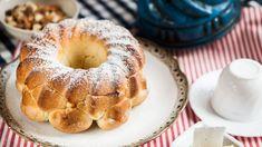 Máte už dost pachtění se s maličkým cukrovím? Upečte si pořádnou bábovku. A kdyby vám na ni nevyšel čas tento víkend, recept si schovejte. Stojí totiž za to! Bagel, Bread, Sweet, Food, Candy, Brot, Essen, Baking, Meals